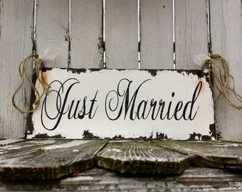 Just Married Sign. Wedding Sign. Photo Props. Rustic Wedding. Wedding Reception. Wedding Decor. Vintage Signs.