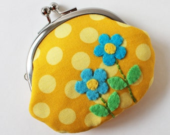 Coin purse retro blue flowers on yellow dots, kiss lock coin purse, spring, felt flower applique, retro flower, retro mod, 1960s 1970s