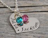À la main estampé bijoux - bijoux personnalisés - maman Collier - Collier coeur en argent Sterling - deux noms de deux pierres de naissance