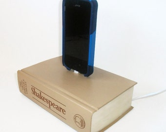 Shakespeare Book IPhone 5 or 6 Charging Dock, IPod Docking Charger