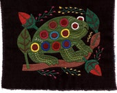CUTENESS!! Fun and Fanciful Spotted Tree Frog Mola #2 - Hand Sewn Kuna Indian Applique