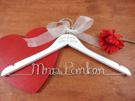 Engraved wire name hanger custom name hangers bride coat for Personalized wire wedding dress hanger