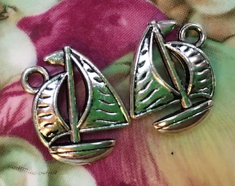 sailboat   charms boat sail pendants silver pendant  jewelry findings supplies supply quantity 5  antiqued silver     (DRW158)