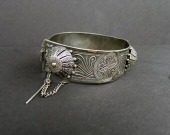 Vintage Tunisia Silver Filigree Hinged Bracelet