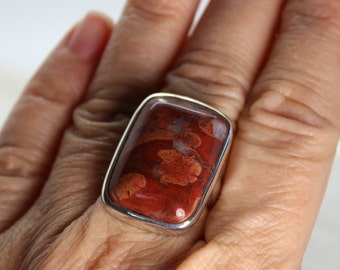 Red brecciated Jasper ring, rectangular shape, set on 925e sterling silver