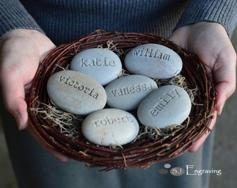 Mother's nest - Grandmother gift - Set of 6 custom names stones in family nest