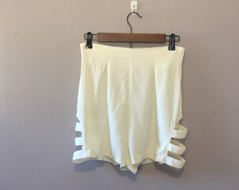 Vintage off white cuttout shorts / high waist shorts 26 waist