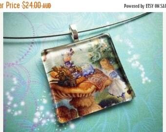 ON SALE Alice - Glass Necklace