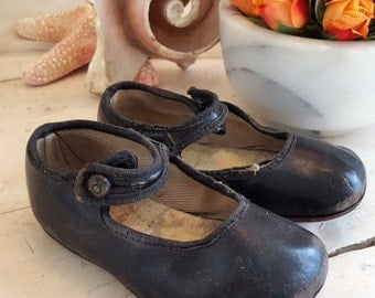 Antique Baby Shoes  - Black Mary Janes - Sweet!