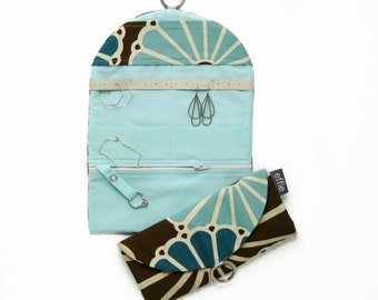 Travel Jewelry Case. Gifts for Sisters. Brown and Teal Mod Floral Travel Jewelry Roll. Jewelry Organizer Travel. Womens Earring Holder