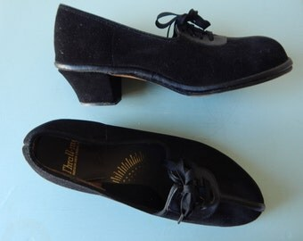 Thrall-mates shoes | vintage 1940s lace shoes | black 40s suede heels 6.5
