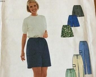 Simplicity 8452 Womens Shorts and Pants Pattern size 6-16, Uncut