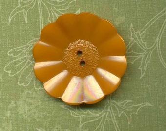 Bakelite Realistic Flower Button - Butterscotch
