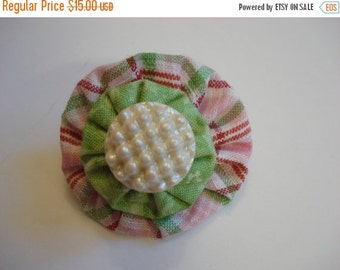40% OFF SHOP SALE Vintage Pearl Dot Button and Fabric Yo-Yo Brooch - Pink & Green Plaid Fabric - Light Green Fabric Yo-Yo - Hand Crafted