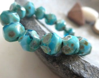 blue czech glass beads, central cut , baroque faceted bicone nugget shape, turquoise green with picasso finish  8mm / 15 beads  6AZ1167