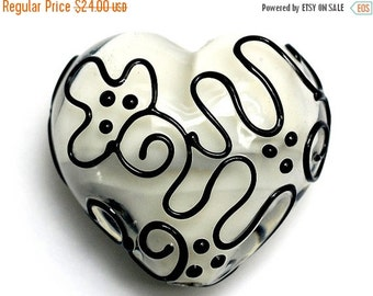 ON SALE 40% OFF Black & White Heart (Large) - Handmade Glass Lampwork Bead 11813125