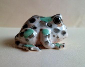 Frog Ceramic Figurine,Frog Figurine Collector,Porcelain Figurine,Forg Porcelain figurine,Toad Animal,Dollhouse Miniatures,Mini Decoration