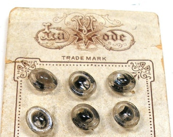1920s BUTTONS, Petite glass with black, unused on original card. Made in Austria.