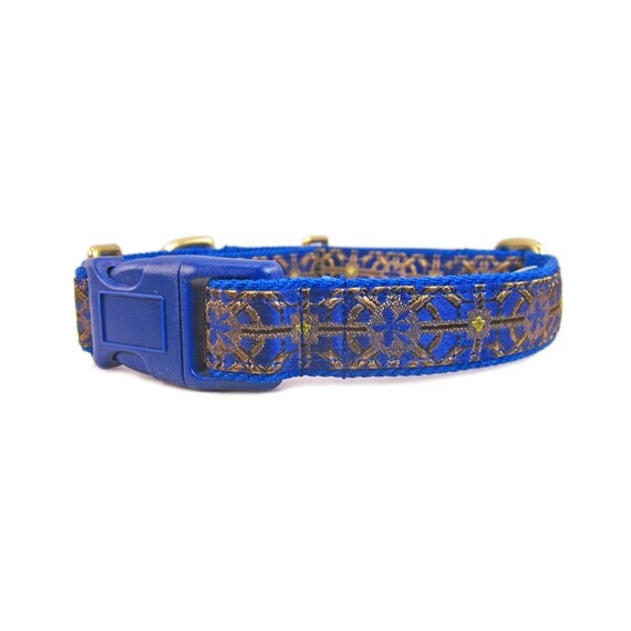 Whether you need a small dog collar, big dog collar, a puppy collar for a girl or a boy, we have a solution to all your needs! Don't forget our selection custom embroidered dog collars. We specialize in cute dog collars in colorful patterns or fancy dog collars with a little bling that will make your puppy, small dog or big dog shine.