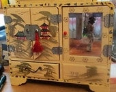 """FANTASTIC, Oriental Dancing Geishia ,Cream , Hand Painted, Lacquored wood, Large, ANTIQUE Jewelry BOX, Key Wound Music Box, """"Cay Ser Ra"""""""
