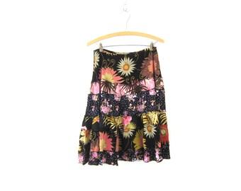 90s Floral knee Skirt Tiered Revival Flower Print Black Preppy Mini Skirt Boho Hippie Vintage Size Medium