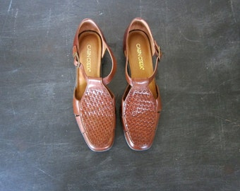 Woven Leather 90s brown braided Shoes Sandals Vintage 1990s Buckled Closed Toe Shoes Womens size 8 US
