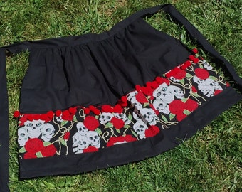 Skull & Roses Apron with Pockets and Pompoms