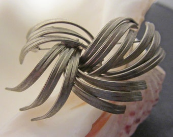 Silvertone Abstract Brooch - Vintage Costume Jewelry