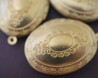 Medium Raw Brass Oval Floral Design Lockets - 4 pcs - 30mm x 23mm (No Coupons Allowed)