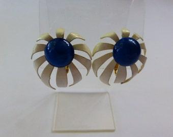 60s Enamel Flower Earrings clip-on White & Blue