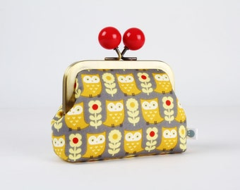 Metal frame coin purse with color bobble - Owls and flowers in grey and yellow - Color dad / Japanese fabric / red daisies