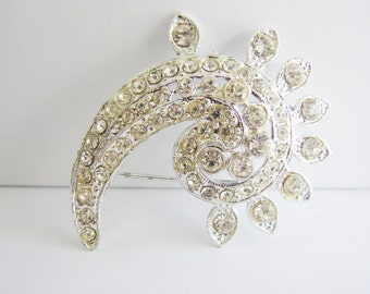Vintage silver paisley brooch with clear crystals (I5)