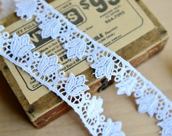 Japanese Embroidered Lace Trim - White Embroidery Chic Elegant Tulip Floral Flowers (2 Yards, W2.3CM)