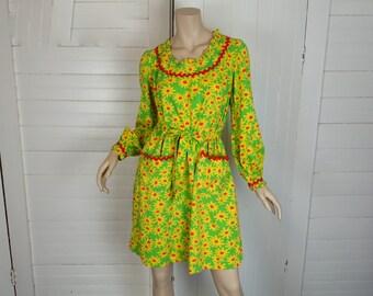 60s Daisy Dress- 1960s Cotton Swing Dress in Yellow & Lime Green- Boho / Festival- Medium- Trapeze Dress