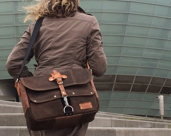 Leather Jacket Upcycled Messenger Bag // Handmade by peace4you, GERMANY - Model paul-1942