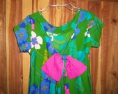 60s Hawaiian Dress Luau Muu-Muu by Pikake V Neck Back  Long Bright Floral Watteau Pleat Bow Small