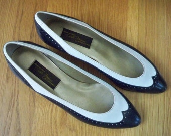 Vintage Shoes Spectator Low Heel Designer Leather Shoes Italy
