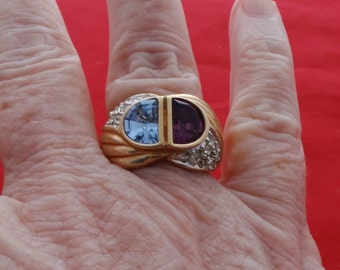 High end vintage new old stock NOS size 8 gold tone ring with blue and purple rhinestone accents in unworn condition