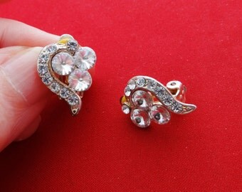 "Vintage .75"" silver tone art deco earrings with gorgeous rhinestones in great condition"