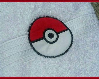 Pokemon Pokeball Bath Towel
