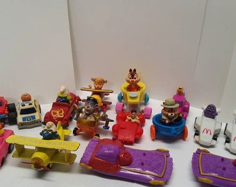 Vintage McDonalds and Burger King toys,parade cars, smurfs,chip and dale,roger rabbit,collection,fun