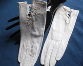 WHITE GLOVES Vintage Doeskin for Your Wedding - Size 7 - Never Been Worn