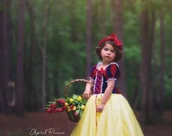 Snow White costume inspired princess dress size 7 ball gown