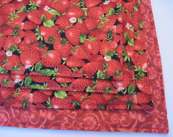Strawberry Placemats 4 or 6 Reversible Fruit Placemats Red Placemats Red Fruit Placemats Summer Placemats Ripe Red Strawberries Red Kitchen