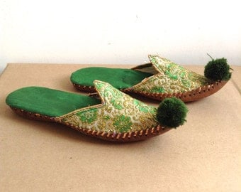 Brocade Harem slippers.  Embroidered Green and Gold.  Vintage 1960, Boho, Hippie. Unique.  Size small 6.