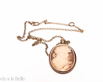 A lovely lady cameo pendant - sepia - antique tone necklace