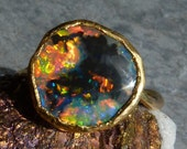 Reserved for Vika, please don't buy!!! 24/18ct gold ring, 1 chrystal, australian opal