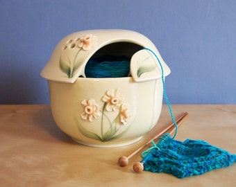 Spring Flowers collection, yarn bowl with piped daffodils