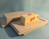 Tupperware Off White Butter Keeper Dish Tray with Lid