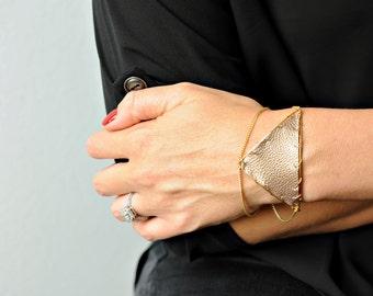 Triangle Leather Bracelet in Gilt | R15-B20 GLT